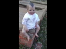 Жуткая кукла-вампир на бразильском кладбище