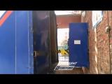 Очевидец снял как Почта России быстро и аккуратно доставляет посылки в Кемерово