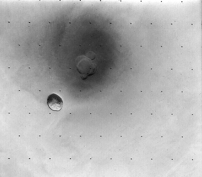 Фобос на фоне поверхности.