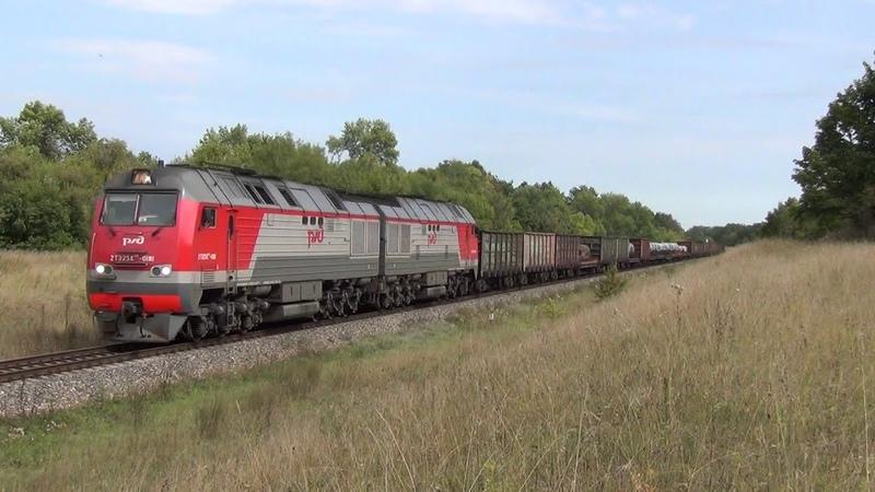 Тепловоз 2ТЭ25МК 0181 с грузовым поездом