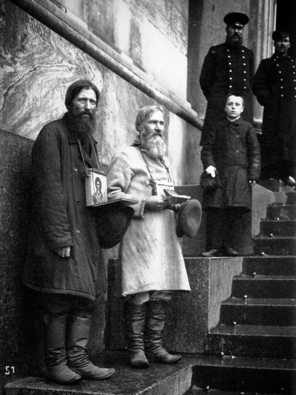 ХрустЪ: Нищие у Казанского собора, Санкт-Петербург, 1910 год.