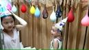 Gia Linh và em Cò bơm bóng bay nước rồi thi trọc bóng bay nước
