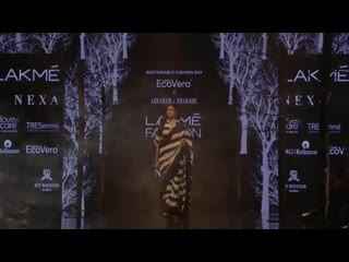 Атия Шетти на Lakme Fashion Week