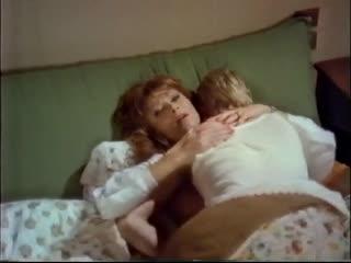 Мать пожалела сына-инвалида и позволила ему себя трахнуть (инцест в кино, кончил в маму, разрешила кончить внутрь, дала сыну)
