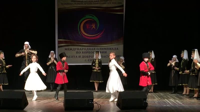 Танец Лъапэрисэ