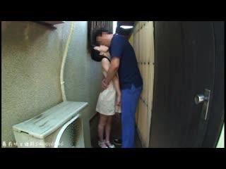Отец ебет свою юную дочь ( папа школьницу трахает малолетку девочку инцест на улице трогает лапает в переулке шлюху в рот голую)