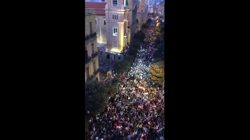 19-20.10.19 - массовые протесты против коррупции и власти олигархии продолжаются по всей территории Ливана третий день.