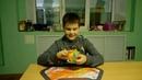 Левкин Даниил собирает дино куб в 10 лет