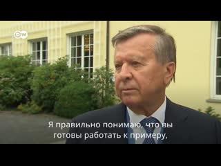 Это Виктор Зубков. Ему 78 лет. В 2007-8 годах был премьером, сейчас - глава совета директоров Газпрома. Он сообщает, что в диало