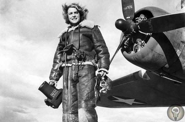 МАРГАРЕТ БУРК-УАЙТ: ВСЕГДА ПЕРВАЯ. Ч.-2 1. Американские бомбардировщики B-17 летят над африканским побережьем, возвращаясь с задания. 1943 год 2. Туман в горах под Сан-Франциско, Калифорния.