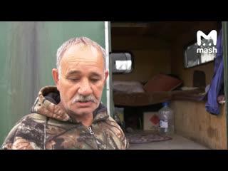 Мужчина, спасавший людей во время наводнения в Иркутской области, вынужден жить в машине.