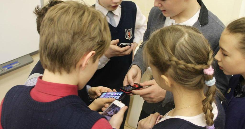 В КЧР могут ограничить использование мобильных телефонов в школах