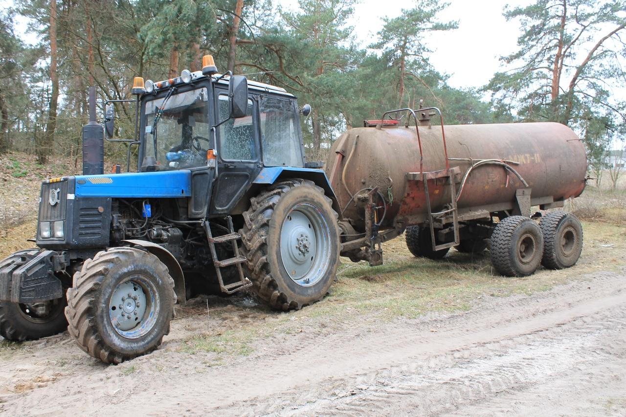 Водитель трактора допустил слив фекальных вод там, где это не положено. Что теперь будет?