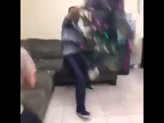 Когда девушка не дает смотреть Boxing Day
