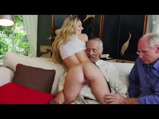 Старики трахнули красивую молодую студентку, модель. Старый дед наебал бедную девушку. Секс и сиськи. Порно самки. Porn sex