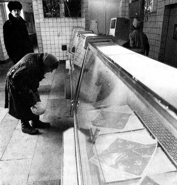 В советском магазине 1980-х