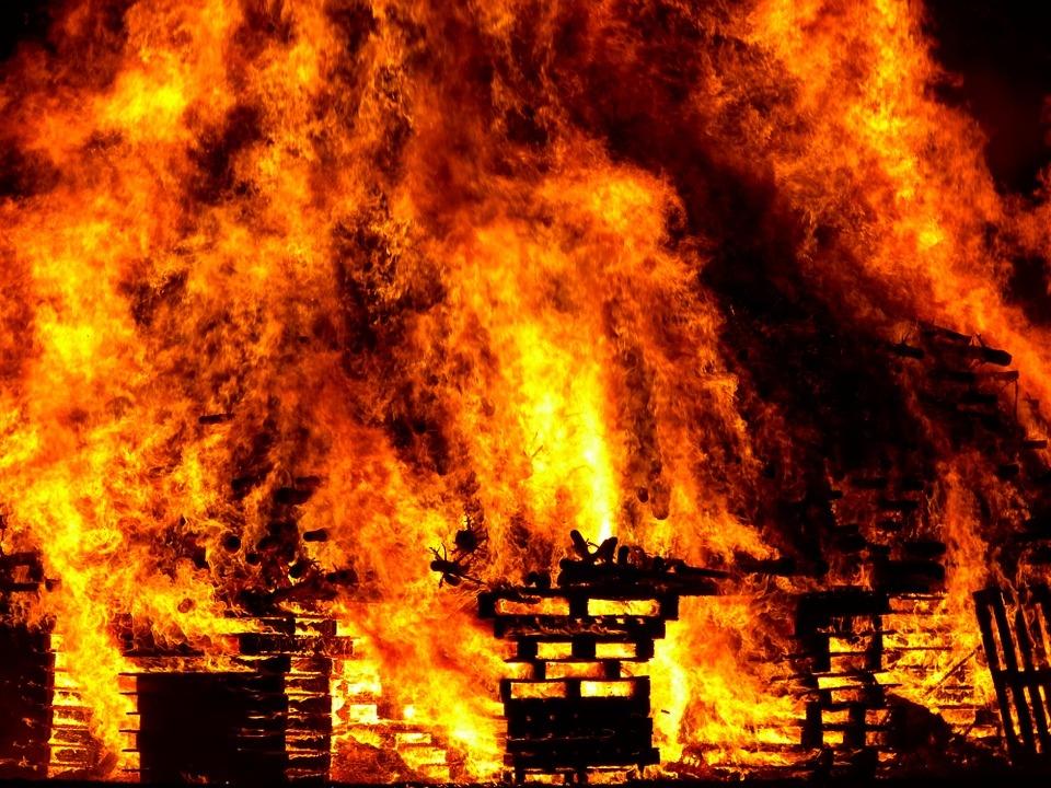 Сельчанин спас из горящего дома мать с тремя детьми в Марий Эл