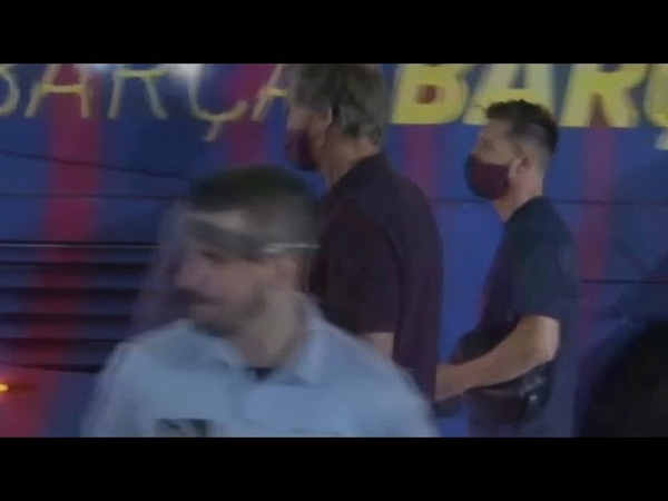 Фанаты ЗАКРИЧАЛИ игроков БАРСЕЛОНЫ выходящих из автобуса