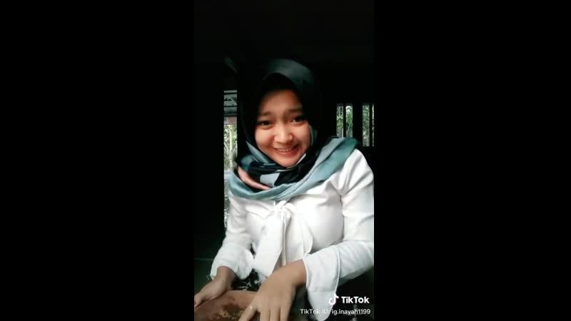 Hijab muslim goyang sambal