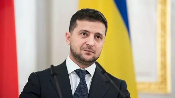 """Зеленский заявил, что """"уже пора менять"""" депутатов Верховной рады"""