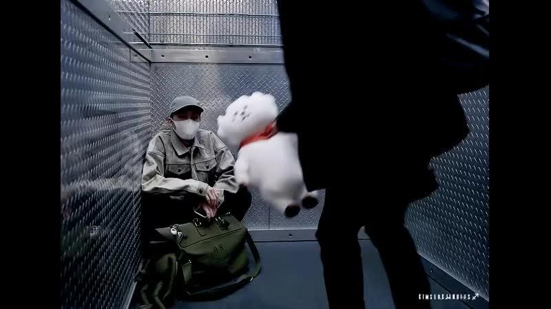 석진 ✨ в Твиттере «jin taking care of sick hobi by giving him rj 🥺😭 💾 httpst.coxtioQSIeZS JIN 진 JHOPE 호석 2SEOK BTS 방탄소년단 httpst.mp