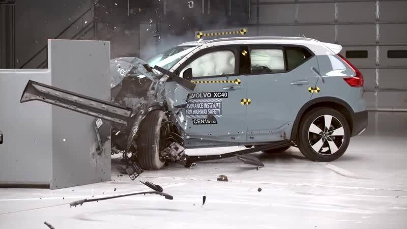 2019 Volvo XC40 40 mph driver side small overlap IIHS crash test