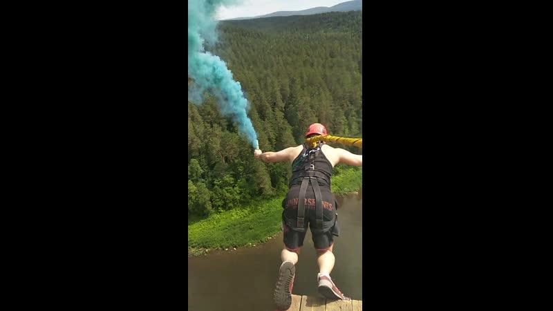 Прыжок Кости с дымовухой