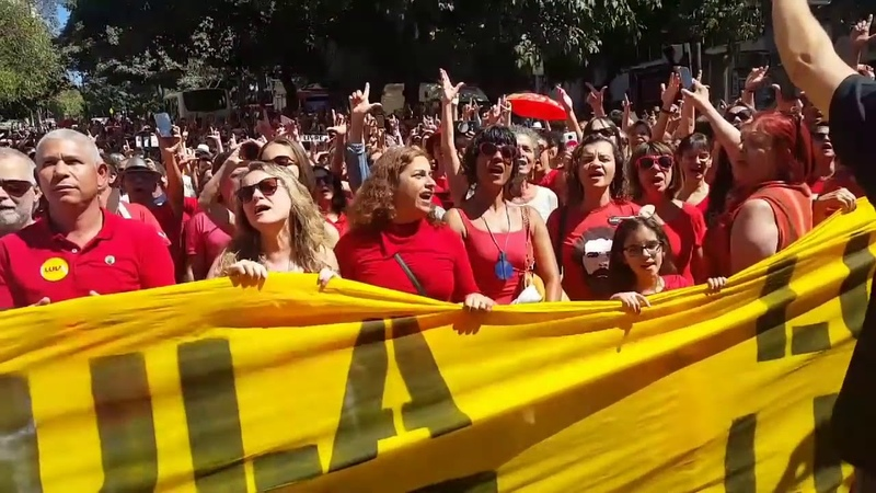 De arrepiar! Mais de mil vozes! Lula, tu vens, eu já escuto teus sinais!