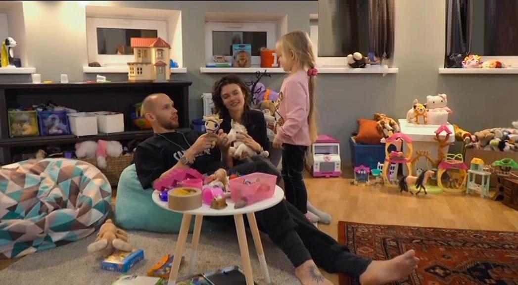 Семейное свидание с Лизой Адаменко девочка и собака