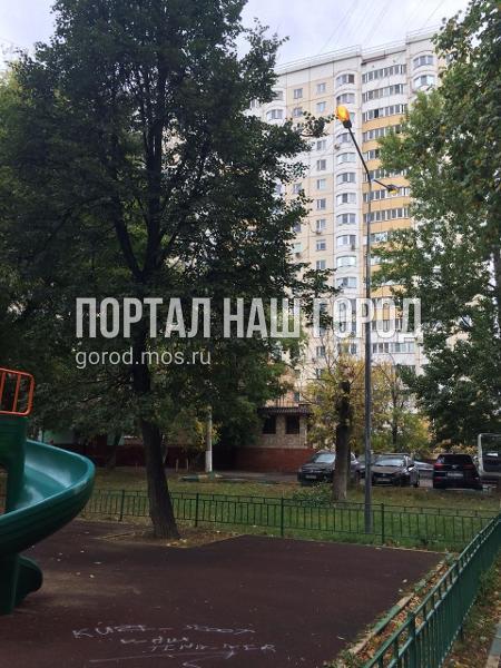 Освещение во дворе на Юных Ленинцев восстановили по просьбе жителя