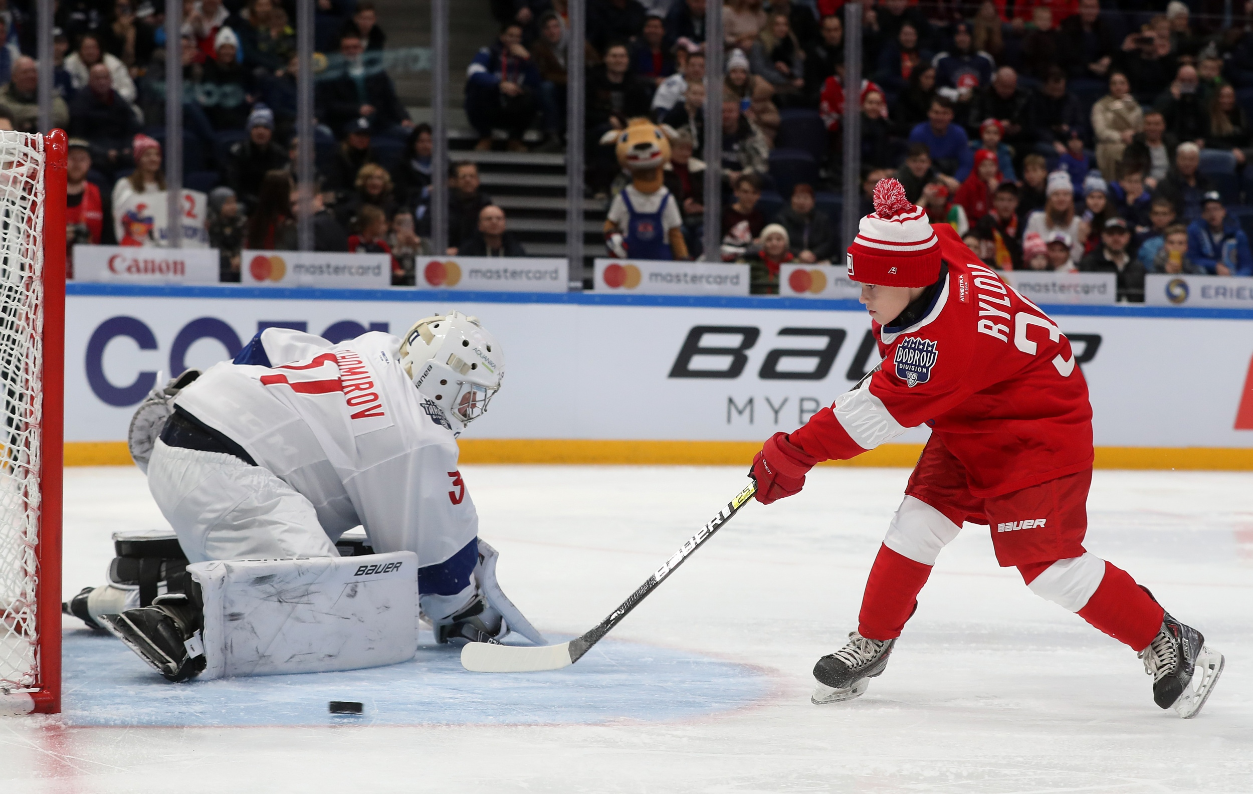 Сын Якова Рылова Ярослав забивает буллит на Матче Звезд КХЛ 2020