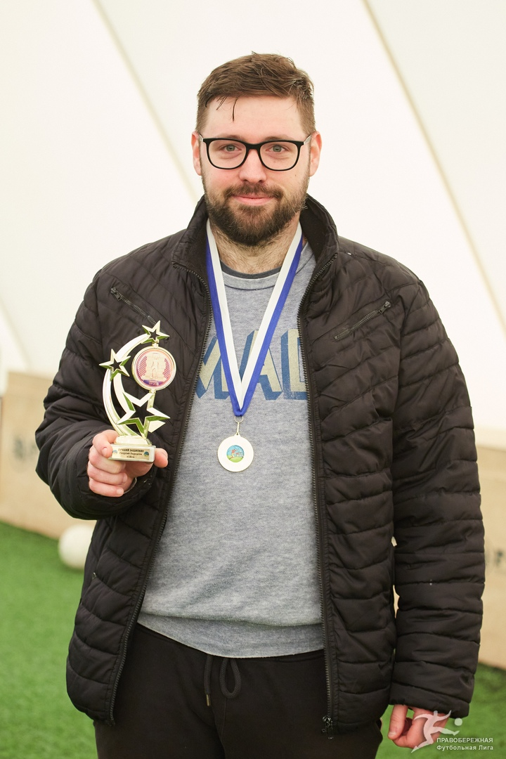 Георгий Хирхасов (18+) - лучший защитник дивизиона Плахоты.