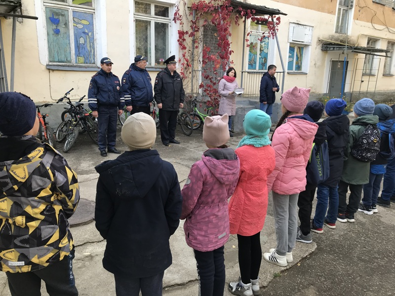 В Волжске состоялись городские соревнования по фигурному вождению на велосипедах и скутерах