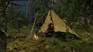 Overnight In Cold Rain Weather - Solo Bushcraft Wild Camp, Pot Hanger, Campfire Cooking, Tarp