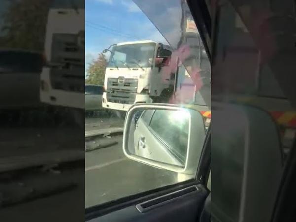 В Южно Сахалинске столкнулись бетономешалка КАМАЗ и Toyota Harrier