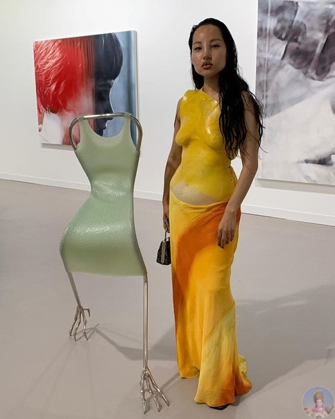Sinéad O'Dwyer делает одежду из очень пластичного материала, который полностью повторяет форму тела