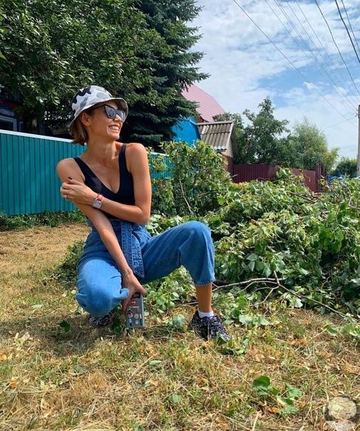 Ляйсан Утяшева проводит отпуск в родном селе