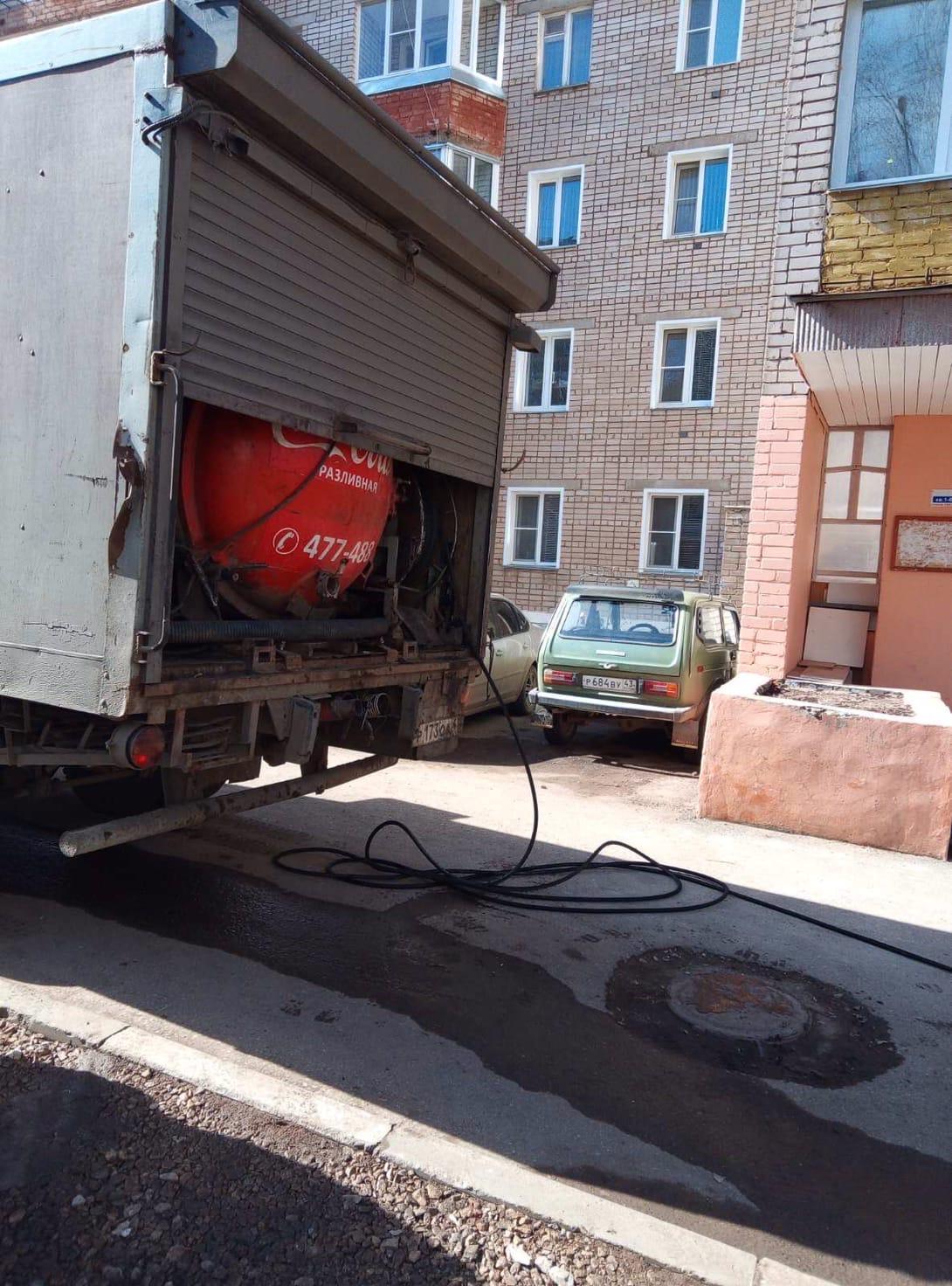 Улица Физкультурников дом 4 чистка канализационного выпуска