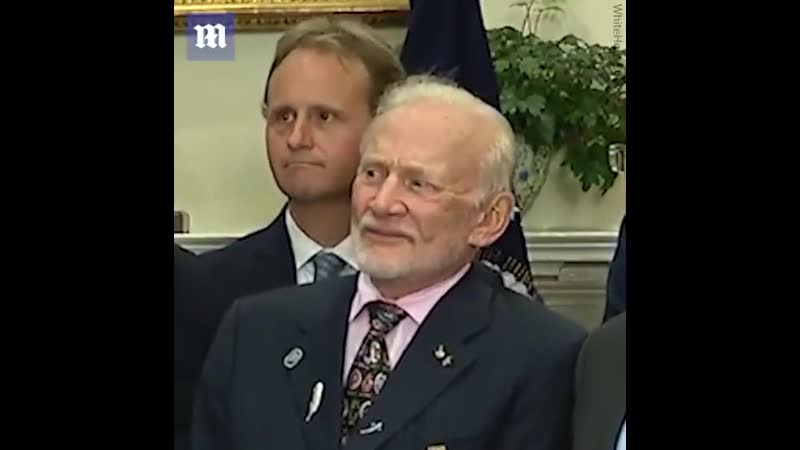 Buzz Aldrin's reaction to Trump's space speech Перевод Базз Олдрин'ы реакции преуменьшения'пространство речи