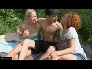 Русские студенты выбрались на природу ради группового секса