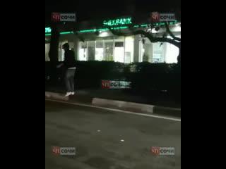 В Адлере пешеход выбежал на дорогу и попал под машину