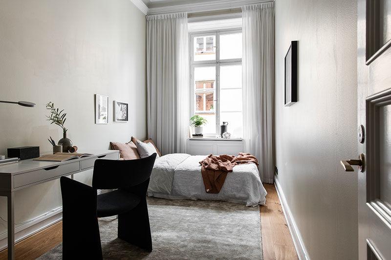 Стильный интерьер в бежевом в историческом старом городе Стокгольма || 02