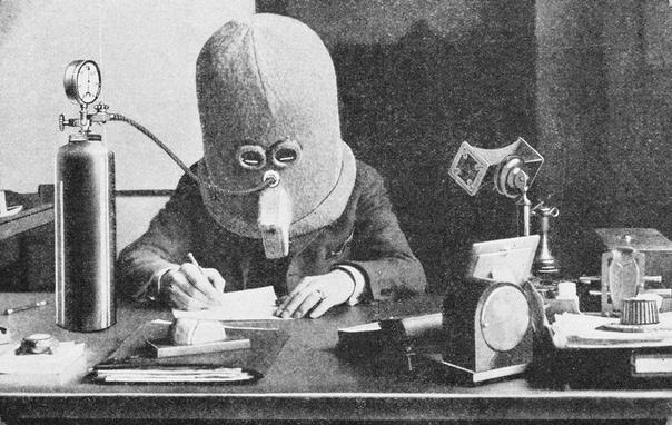 Изобретатель Хьюго Гернсбек в своем «Изоляторе», 1925 год.