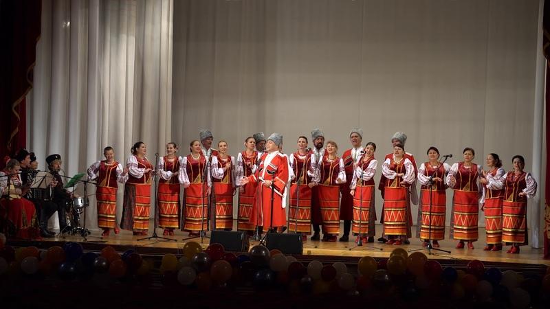 Узенький проулочек в исполнении Константина Нестеренко и ансамбля Колос