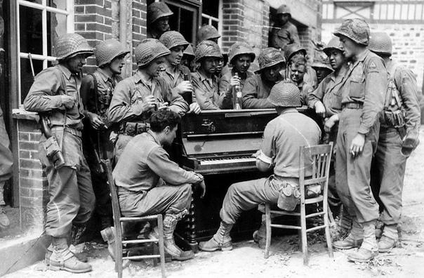 А вы знаете, что во время Второй мировой войны американским солдатам с воздуха сбрасывали пианино
