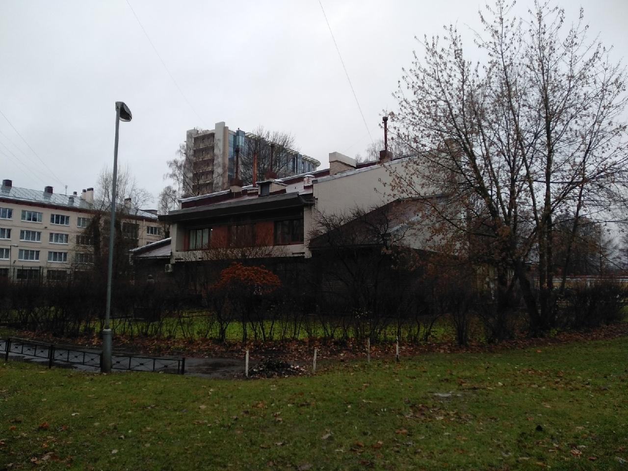 На фото внешний вид мастерской, СПБ, Вяземский переулок, 8