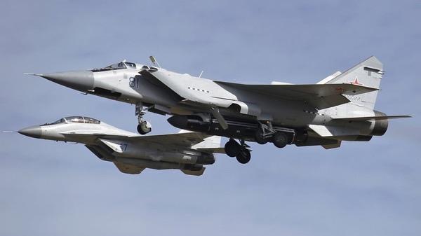 МиГ-31БМ с ракетой-носителем ASAT. (Предоставлено: ShipSash )