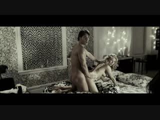 Парень за стукал пару во время жаркого секса