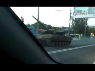 Макеевка: Русские танки и пушки в городе, под конвоем местной милици. 12 июня 2014 Донбасс <#GomonTV>