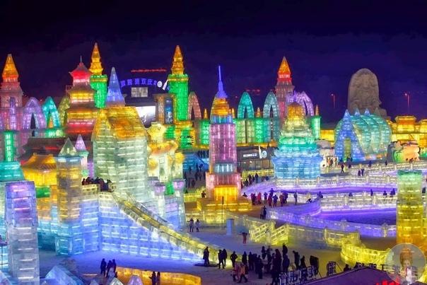 Захватывающие фото крупнейшего в мире фестиваля снега и льда в Харбине (Китай). Харбин считается одним из самых холодных мест в Китае и на земле. И именно здесь уже 36 лет проходит Международный